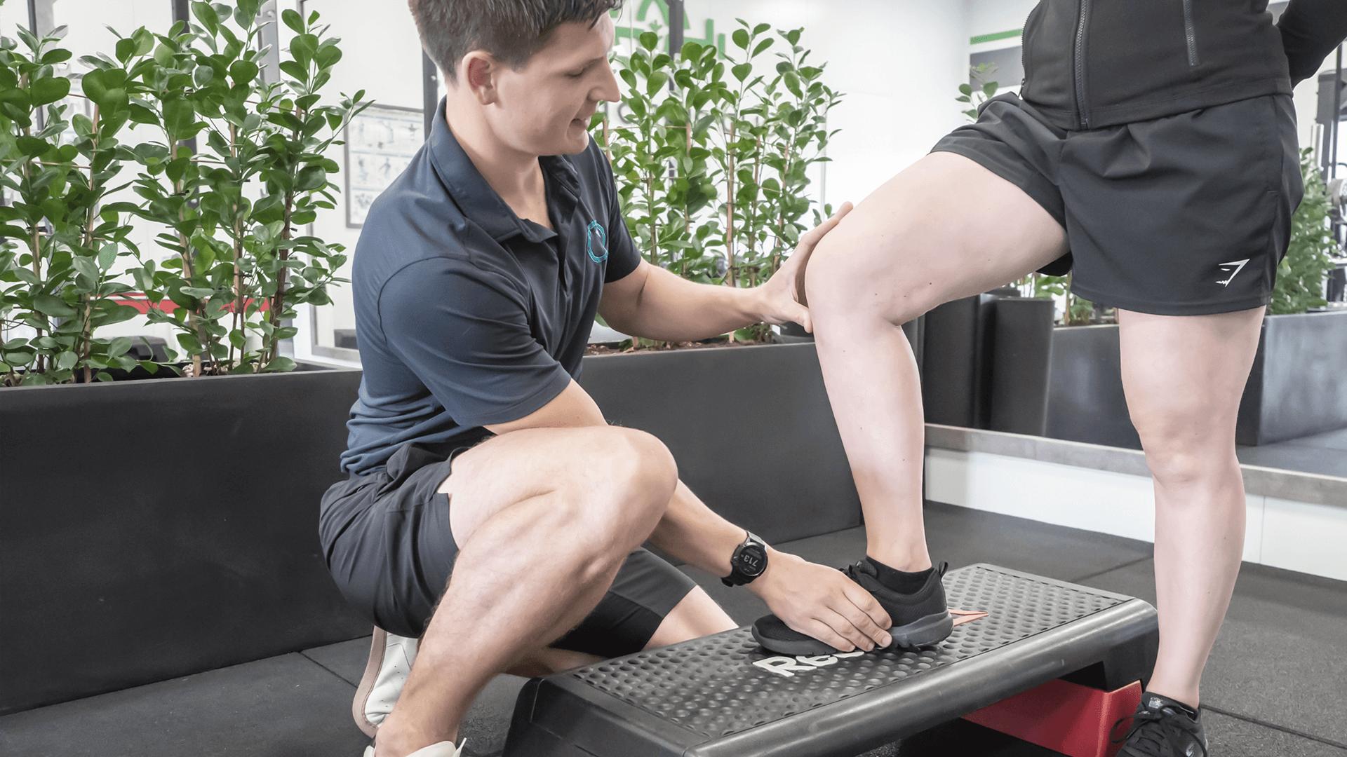 Pijn bij het buigen van de knie en tijdens het traplopen